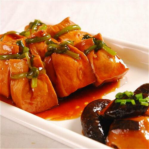 西红柿香菇焖油豆腐
