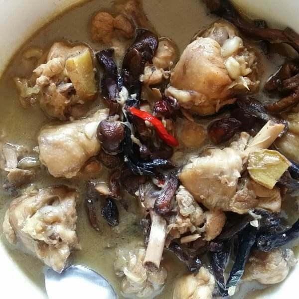 鸡腿烧菌菇