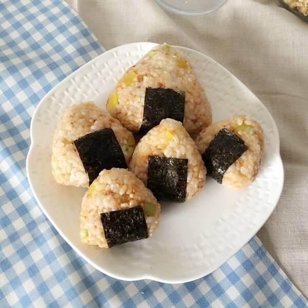 好吃的红粳米肉松饭团