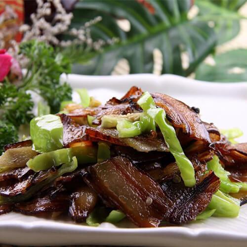 好吃的青椒炒五花腊肉