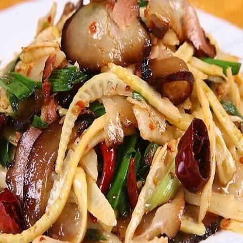 腊肉汤炖春笋