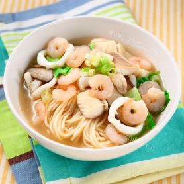 虾仁煮面汤