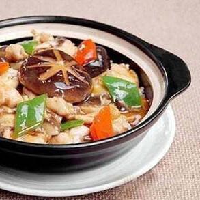 香菇排骨煲仔饭
