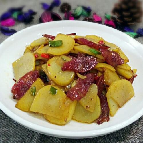 腊肠烩土豆