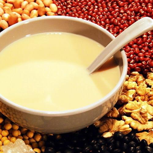 美味的红枣薏米豆浆