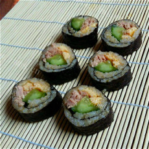 美味的金枪鱼手卷寿司