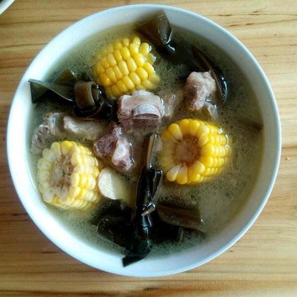 有营养的猪肉海带玉米汤