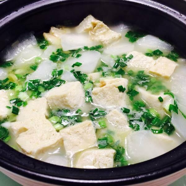 白萝卜炖豆腐