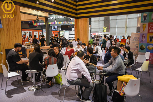 引力餐饮携手果C益佰亮相第36届广州特许连锁加盟博览会