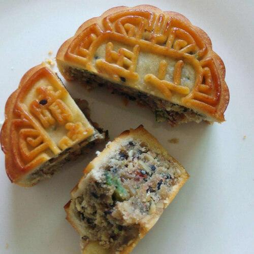 美味的五仁广式月饼