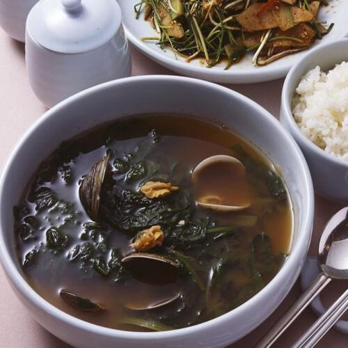 鲜美的秋葵蛤蜊豆腐汤