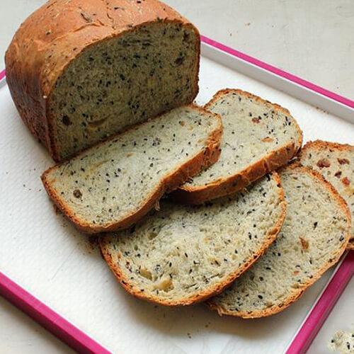 香喷喷的黑芝麻核桃养生面包