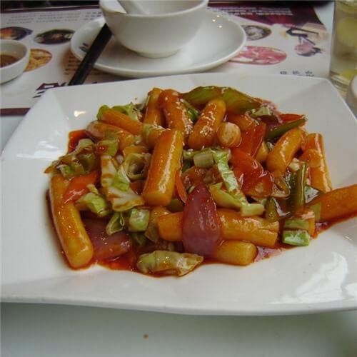 美味的韩式烤肉炒年糕