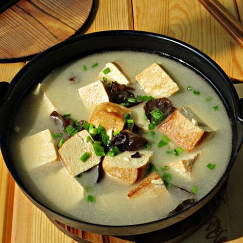 黑木耳炖冻豆腐