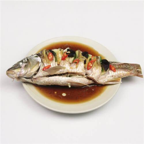 好吃的剁辣椒蒸鲫鱼