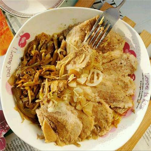 做法的美味肉蒸黄花菜做好吃又简单,肘子美食越越妈季图片