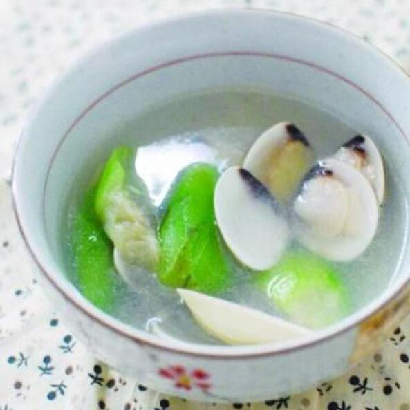 美味的蛤蜊芥菜汤