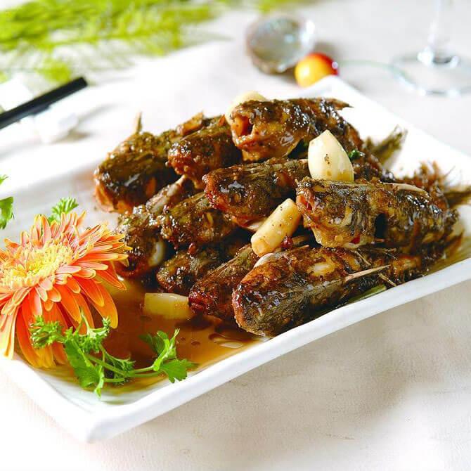 蒜子焖骨鱼