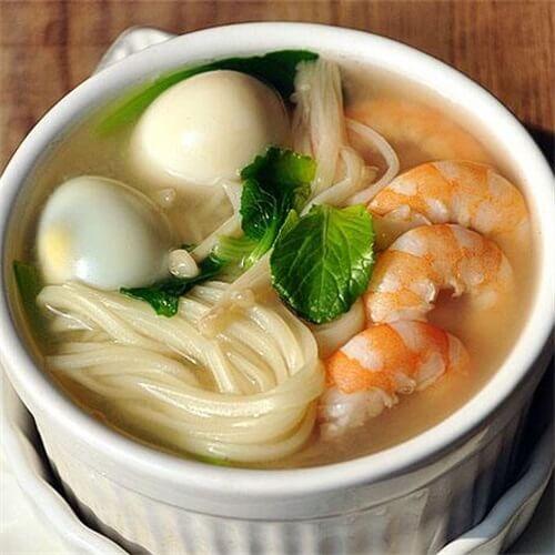 鲜虾青菜煮面