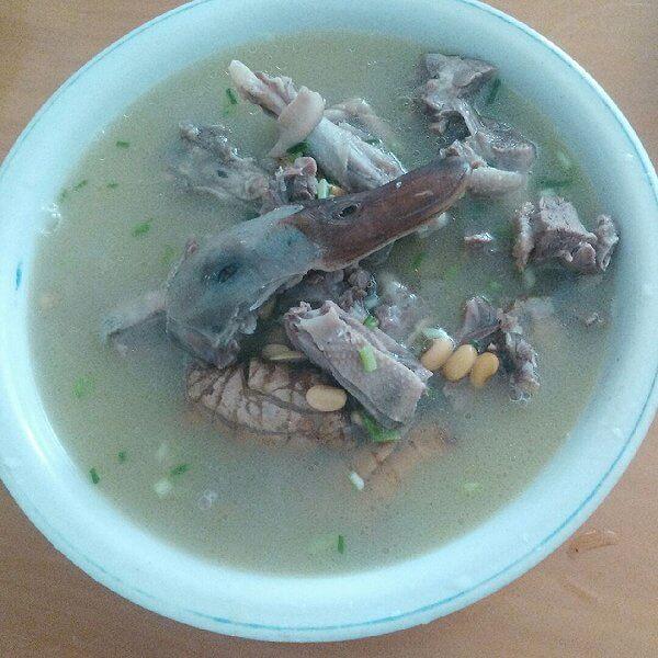 腊鸭腿炖黄豆