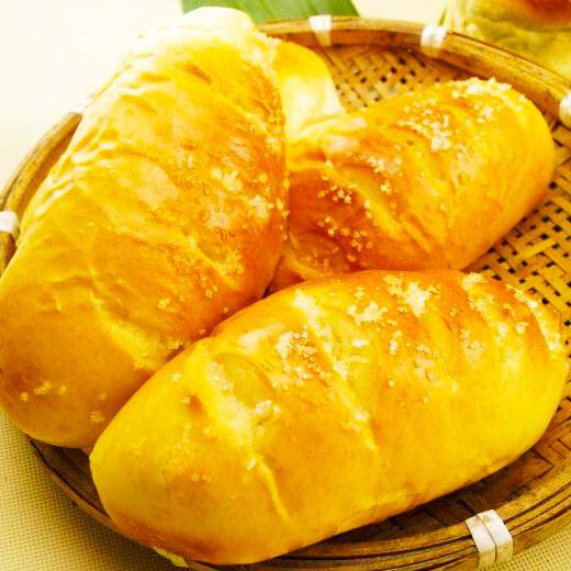 杏仁片牛奶面包