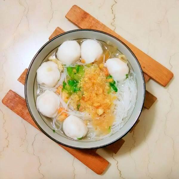 鳗鱼干丸子煮米粉