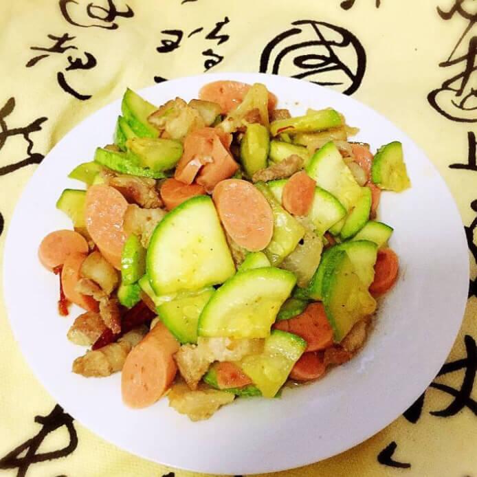 西葫芦肉片炒火腿肠