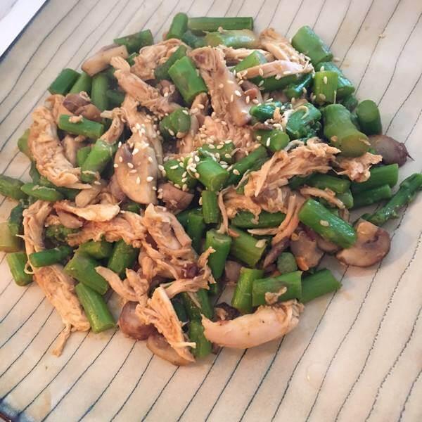芦笋炒鸡肉片