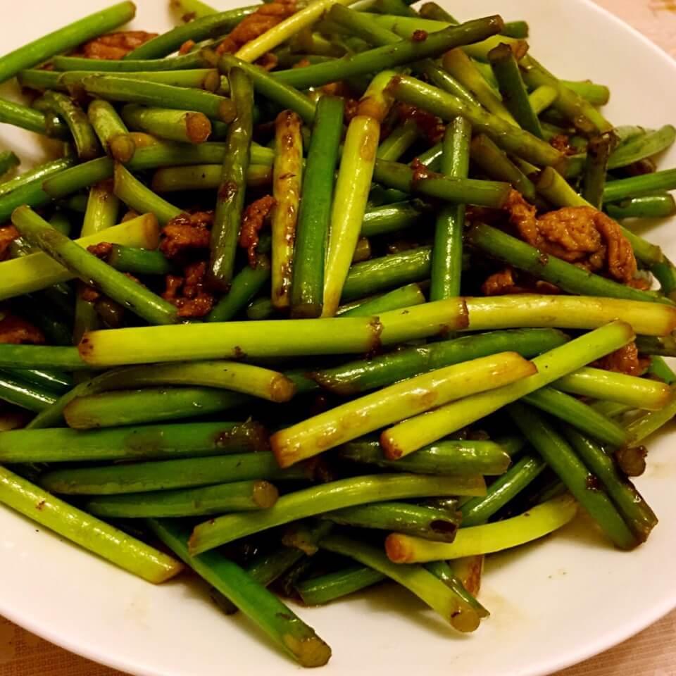 简单的蒜苔香煎肉