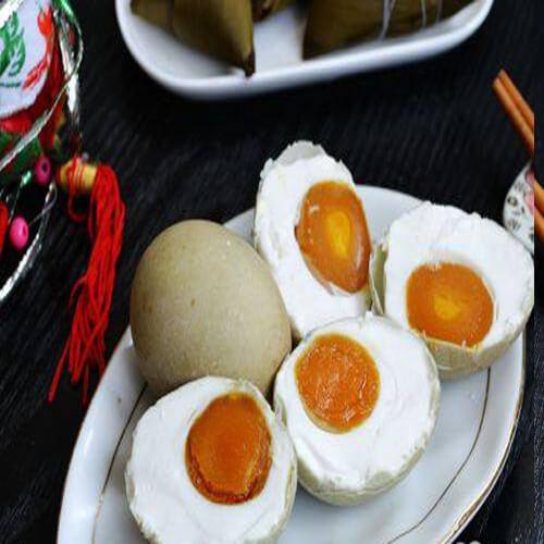 美味的腌五香咸鸭蛋