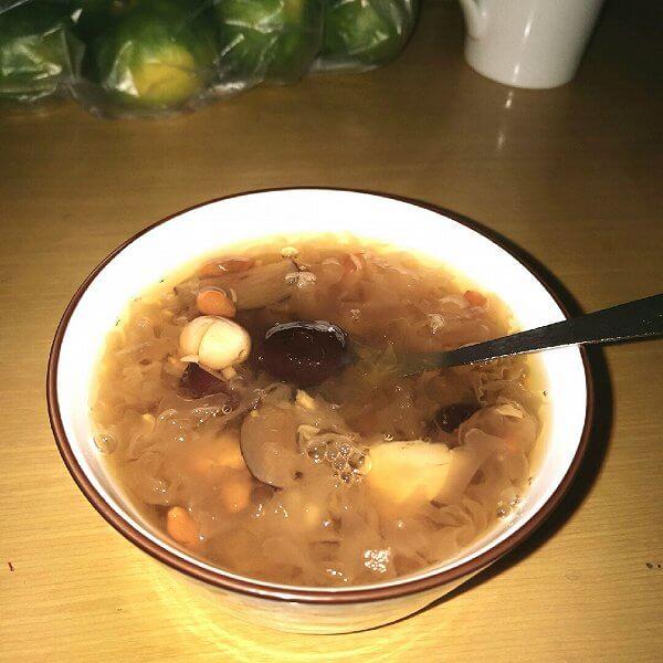 红枣圆子银耳汤