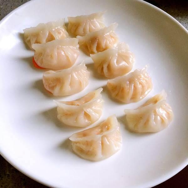 绿色食物水晶虾饺