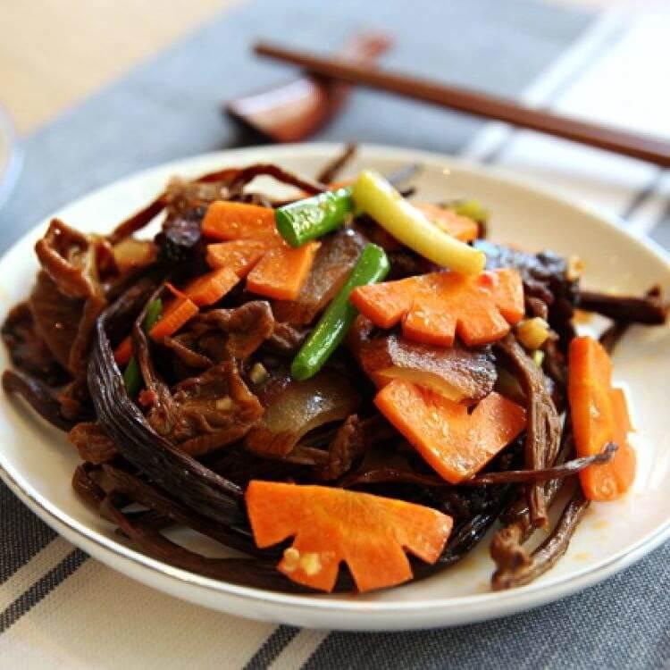 自己做的茶树菇炒萝卜
