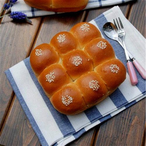 营养丰富的日式香浓炼乳面包
