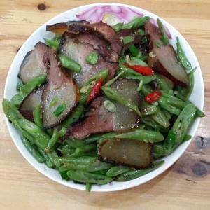 辣炒腊肉豇豆