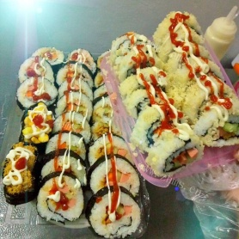 日系肉松反转寿司