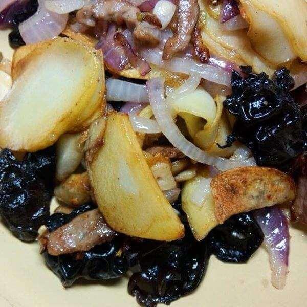 香煸土豆片木耳
