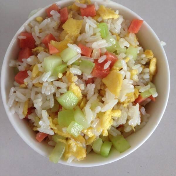 玉米肠炒饭
