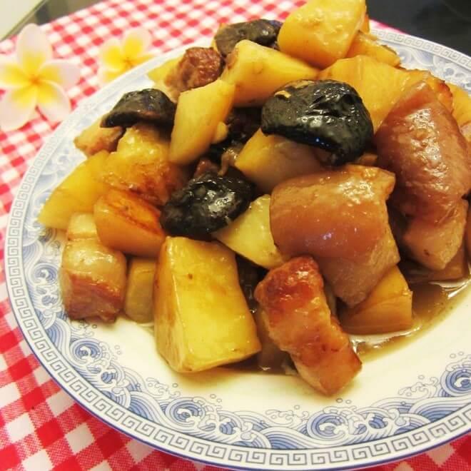 土豆香菇烧肉块