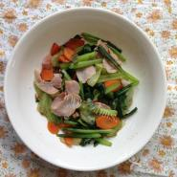 生菜胡萝卜骨头肉