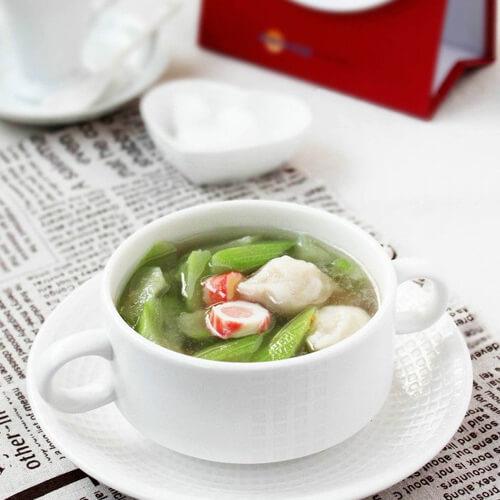 营养的花蛤莴苣叶汤