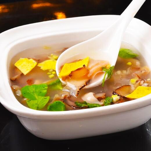 美味的新鱿鱼干瘦肉汤