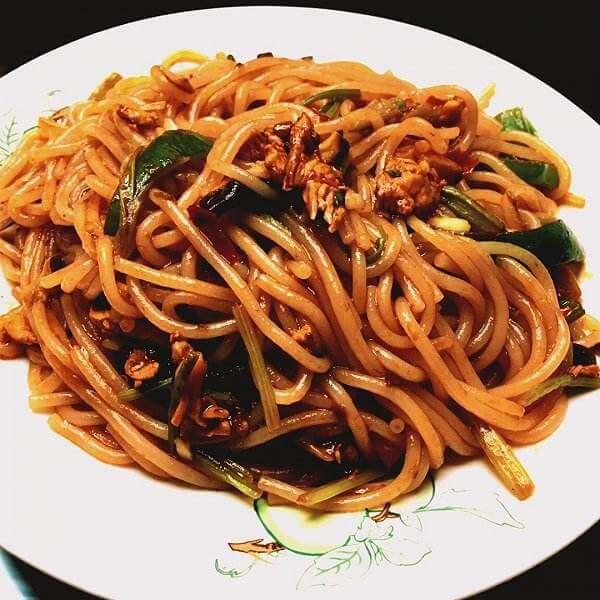 芹菜牛肉炒米粉