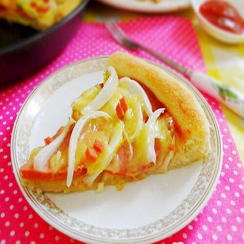 美味的火腿洋葱披萨
