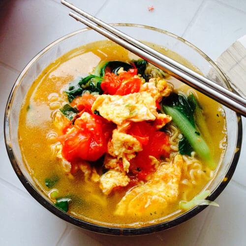 蔬菜虾仁鸡蛋面
