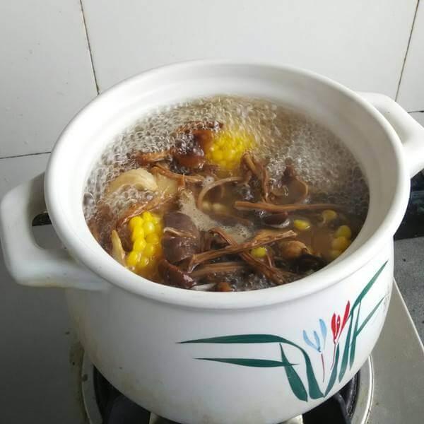 茶树菇土豆排骨煲