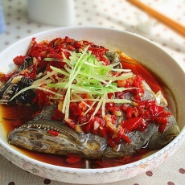香辣可口的剁椒海鱼