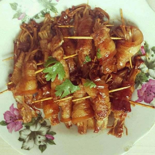 五花肉包金针菇