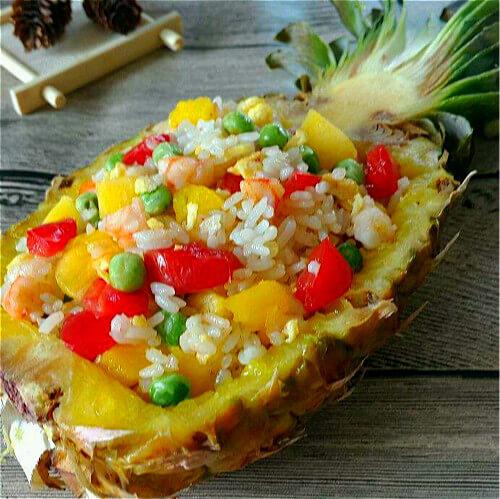 香甜可口的菠萝虾仁蛋炒饭
