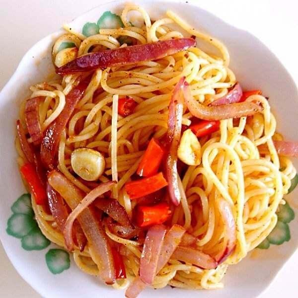 西式快餐番茄牛肉酱意大利面